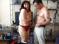 Horny old lady with wrinkles and saggy tits wants to fuck