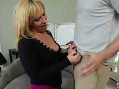 Perfect MILF Stevie Lix is ready for another cock sucking action