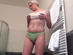 Celeste washes her pussy and pushes a large black toy into it