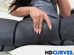 Massive booty brunette babe