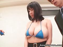 Great looking oriental chick sucks boner