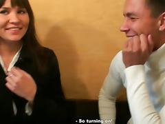 Hotty shows billibongs and sucks dong in a cafe